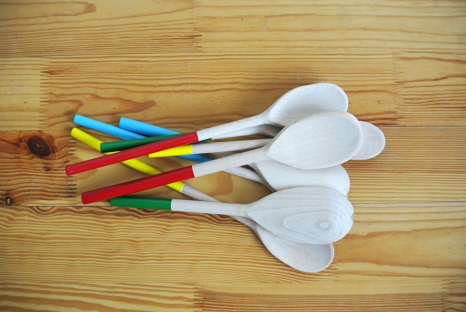 easy DIY project with kids presents homemade gifts painted wooden spoons
